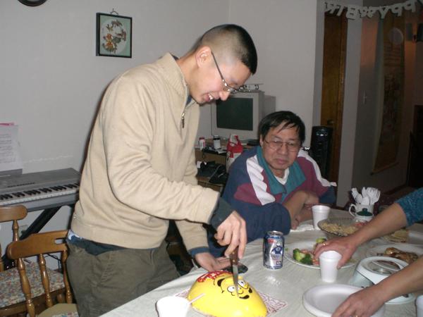 ed-cutting-his_-birthday-cake_